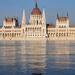 a Parlament lépcsőin a víz