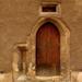 Gótikus bejárat az Új utcában
